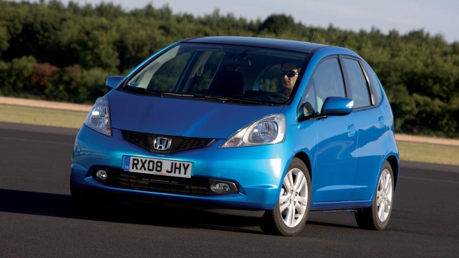 Honda Jazz хетчбэк, 2007–2011, 2 поколение - отзывы, фото и характеристики на Car.ru