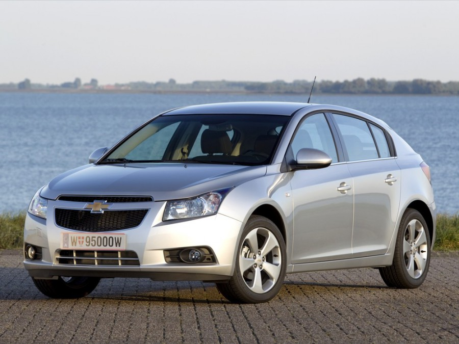 Chevrolet Cruze хетчбэк, 2009–2012, J300 - отзывы, фото и характеристики на Car.ru