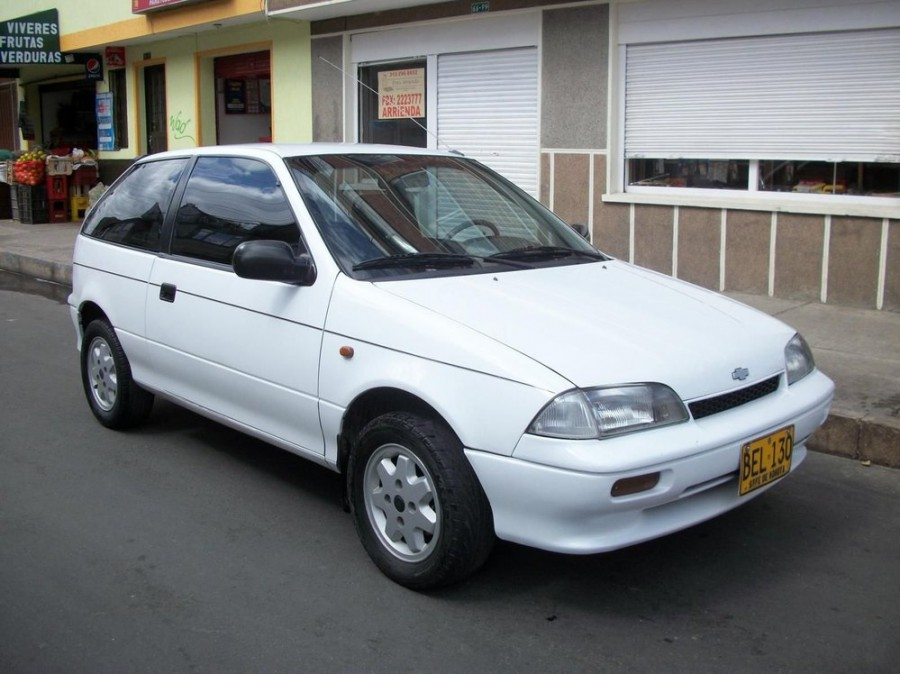 Chevrolet Swift хетчбэк, 1 поколение - отзывы, фото и характеристики на Car.ru