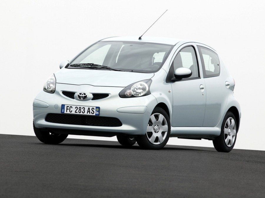 Toyota Aygo хетчбэк 5-дв., 2005–2008, 1 поколение - отзывы, фото и характеристики на Car.ru