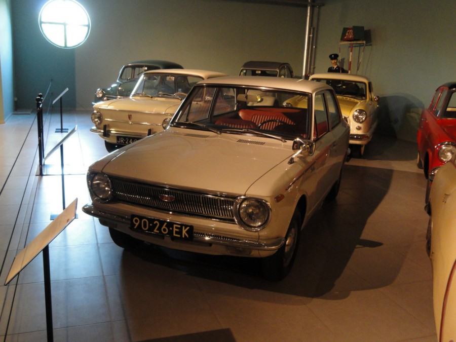 Toyota Corolla седан, 1966–1970, E10 - отзывы, фото и характеристики на Car.ru