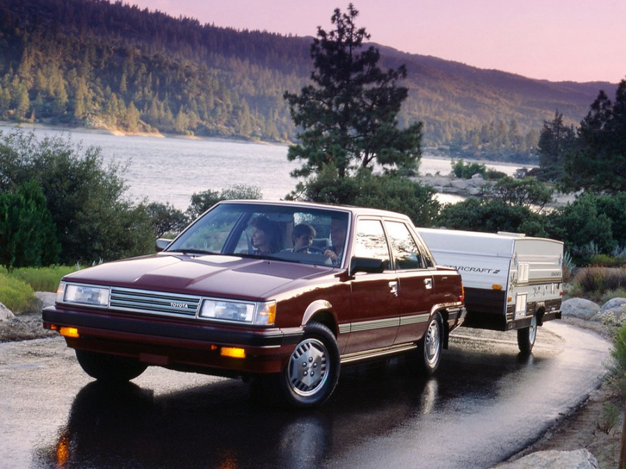 Toyota Camry седан, 1984–1986, V10 [рестайлинг] - отзывы, фото и характеристики на Car.ru