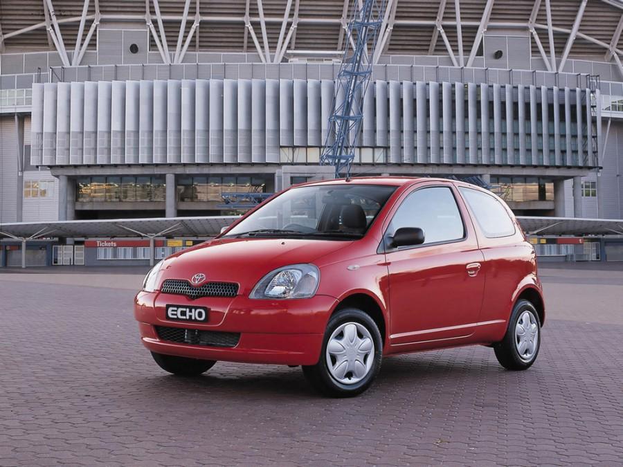 Toyota Echo хетчбэк 3-дв., 1999–2003, 1 поколение - отзывы, фото и характеристики на Car.ru