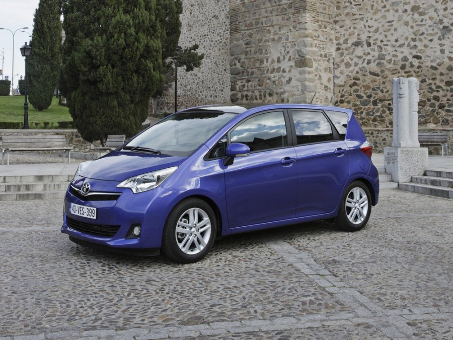 Toyota Verso-s минивэн, 2010–2016, 1 поколение - отзывы, фото и характеристики на Car.ru