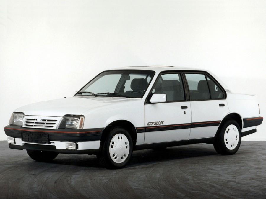 Opel Ascona седан 4-дв., 3 поколение [2-й рестайлинг] - отзывы, фото и характеристики на Car.ru