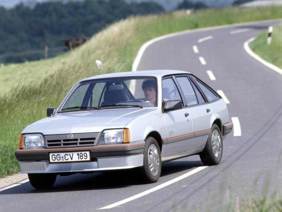 Opel Ascona хетчбэк, 3 поколение [рестайлинг] - отзывы, фото и характеристики на Car.ru