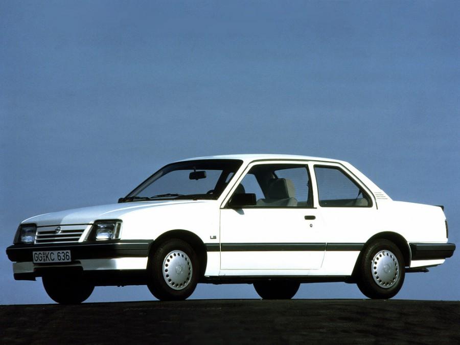 Opel Ascona седан 2-дв., 3 поколение [2-й рестайлинг] - отзывы, фото и характеристики на Car.ru