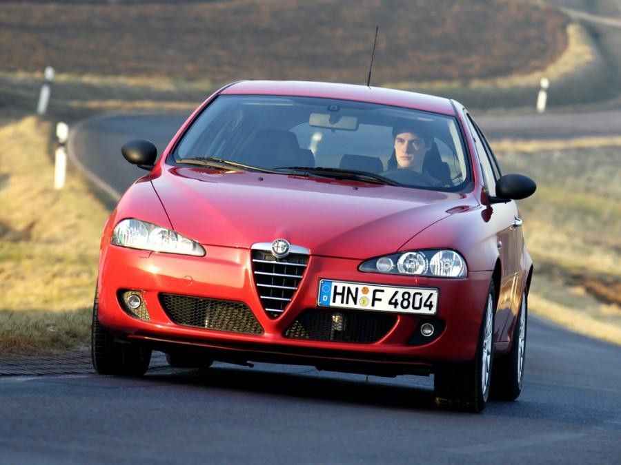 AlfaRomeo 147 хетчбэк 5-дв., 2004–2010, 2 поколение - отзывы, фото и характеристики на Car.ru