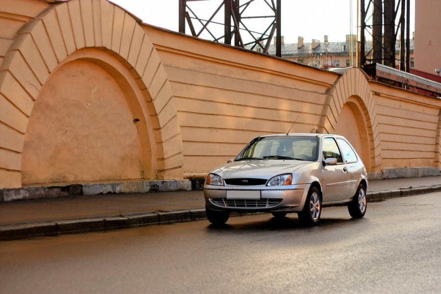 Ford Fiesta хетчбэк 3-дв., 1999–2006, 4 поколение [рестайлинг] - отзывы, фото и характеристики на Car.ru