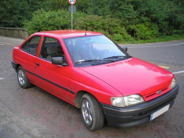 Ford Escort хетчбэк 3-дв., 1990–1992, 5 поколение - отзывы, фото и характеристики на Car.ru