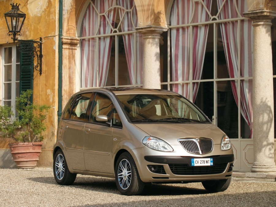 Lancia Musa минивэн, 2004–2007, 1 поколение - отзывы, фото и характеристики на Car.ru
