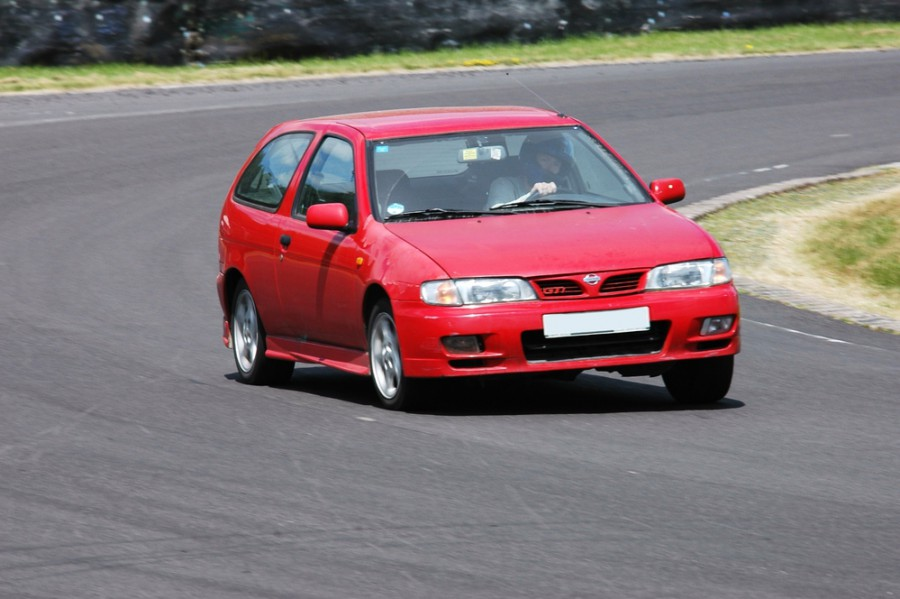 Nissan Almera хетчбэк 3-дв., 1995–2000, N15 - отзывы, фото и характеристики на Car.ru