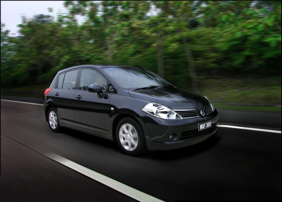 Nissan Latio хетчбэк, 2004–2008, C11 - отзывы, фото и характеристики на Car.ru