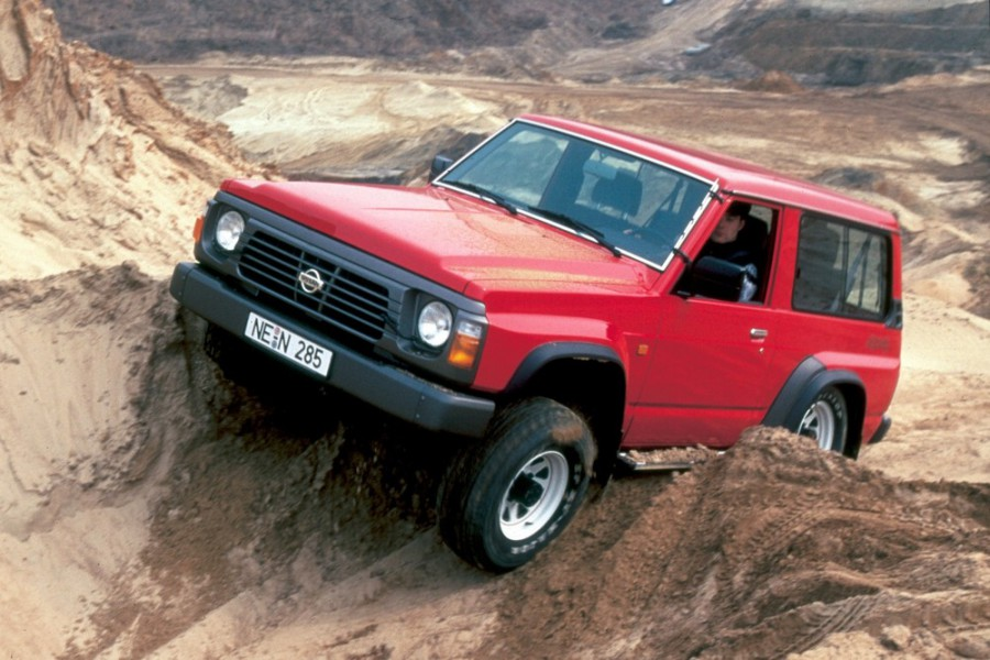 Nissan Patrol внедорожник 3-дв., 1982–1985, 160/260 [рестайлинг] - отзывы, фото и характеристики на Car.ru