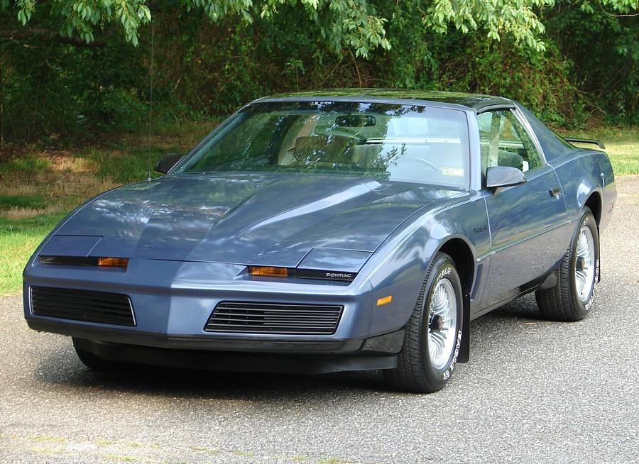 Pontiac Firebird T-Roof тарга 2-дв., 1982–1984, 3 поколение - отзывы, фото и характеристики на Car.ru