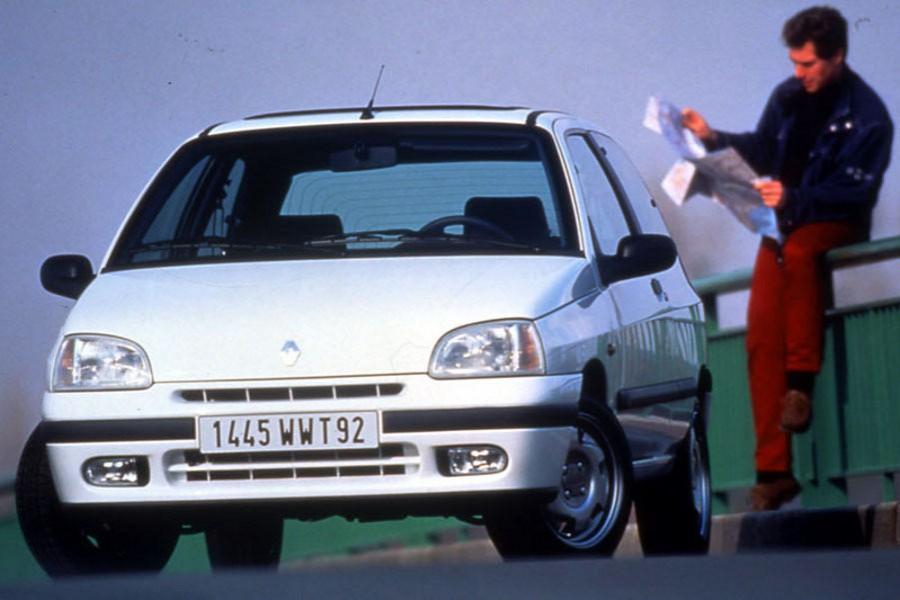 Renault Clio хетчбэк 3-дв., 1996–1998, 1 поколение [рестайлинг] - отзывы, фото и характеристики на Car.ru