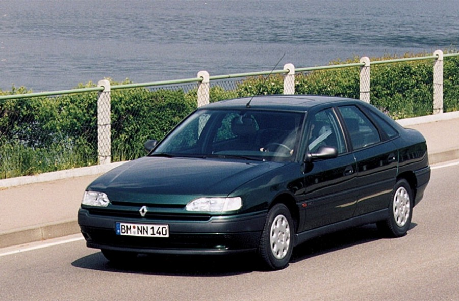 Renault Safrane хетчбэк 5-дв., 1992–1996, 1 поколение - отзывы, фото и характеристики на Car.ru