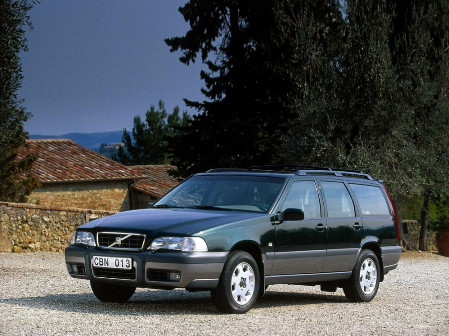 Volvo V70 XC универсал, 1997–2000, 1 поколение - отзывы, фото и характеристики на Car.ru