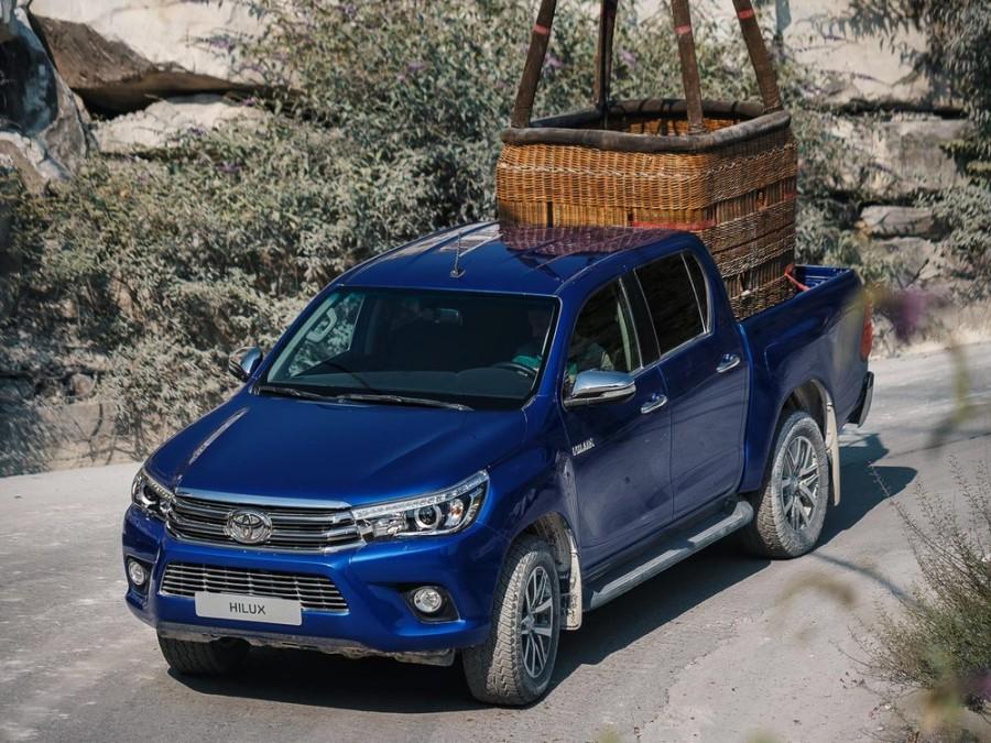 Toyota Hilux Double Cab пикап, 2015–2016, 8 поколение - отзывы, фото и характеристики на Car.ru