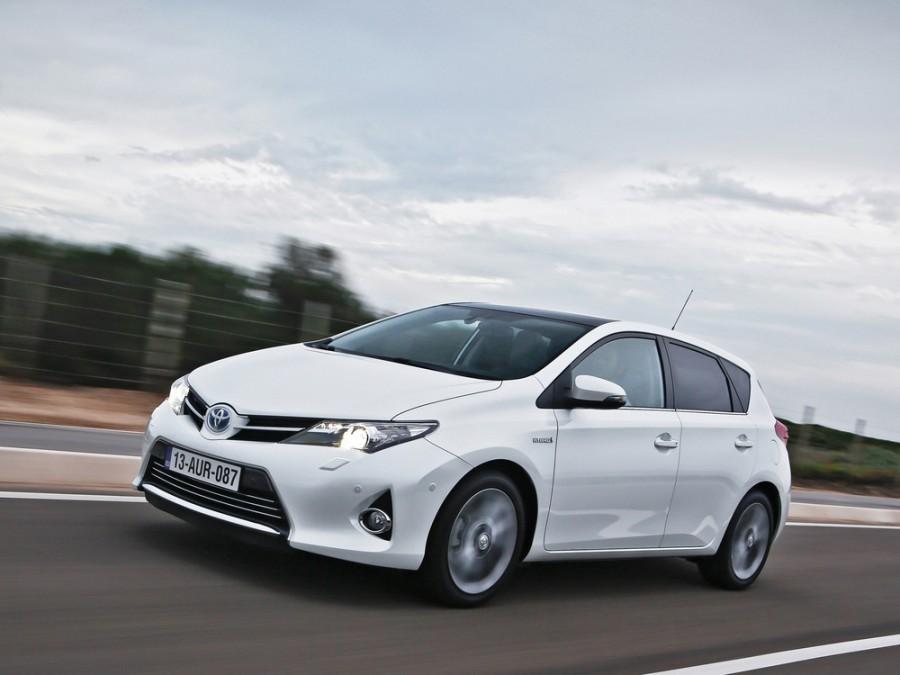 Toyota Auris Hybrid хетчбэк 5-дв., 2012–2016, 2 поколение - отзывы, фото и характеристики на Car.ru