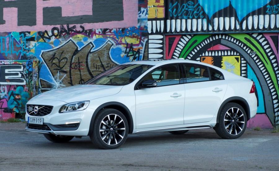 Volvo S60 Cross country седан, 2013–2016, 2 поколение [рестайлинг] - отзывы, фото и характеристики на Car.ru