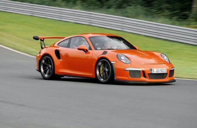 Вальтер Рёрль за рулём Porsche 911 GT3 RS