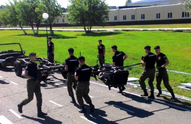 Омские военные курсанты разобрали и собрали УАЗ за 5 минут!