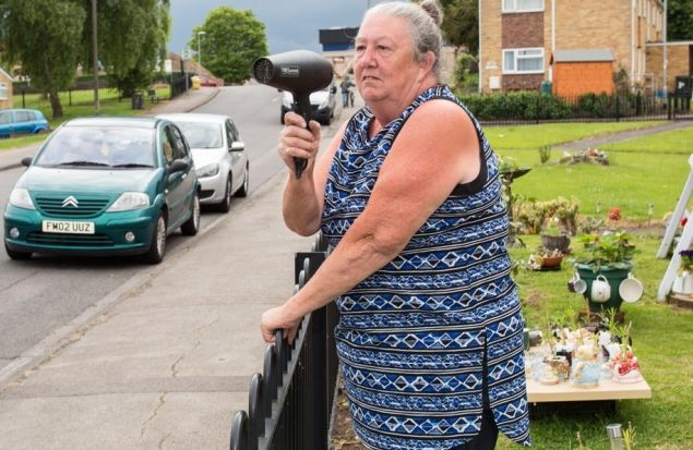 Пенсионерка нашла способ борьбы с превышающими скорость водителями