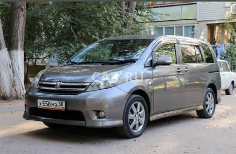 Toyota Isis, Астрахань