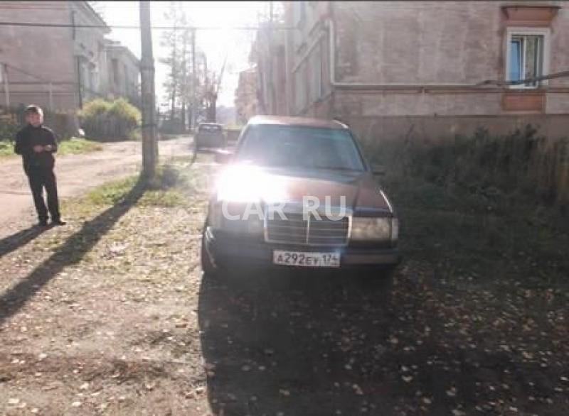 Mercedes E-Class, Бакал