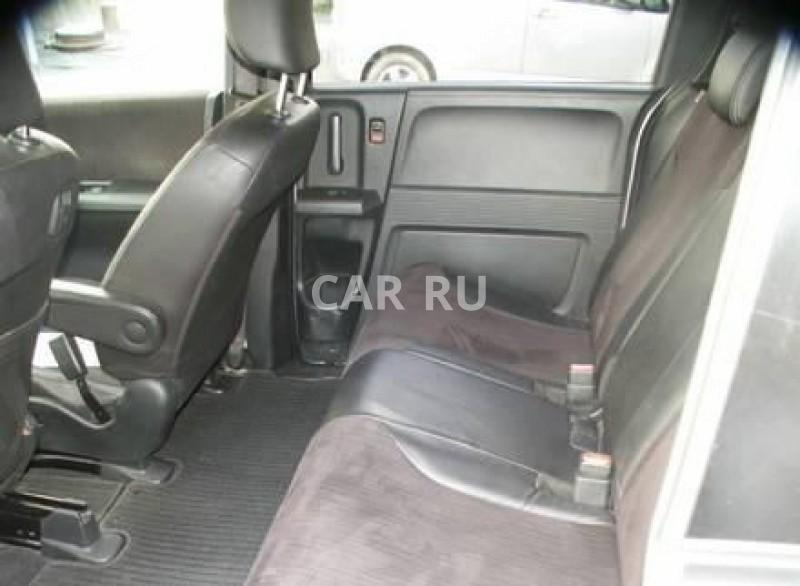 Honda Freed Spike, Артём